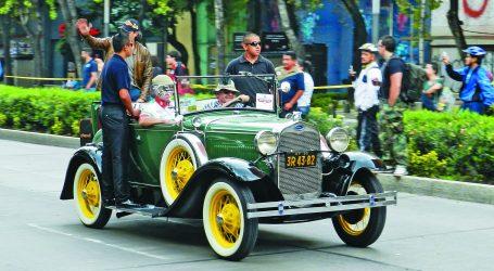 Nuevo récord de autos antiguos en Mexico