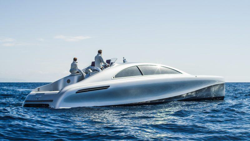 """Weltpremiere an der Côte d'Azur: Vor Nizza startete die von Mercedes-Benz Style gestaltete Luxus-Motoryacht """"Arrow460–Granturismo"""" auf ihre Jungfernfahrt."""